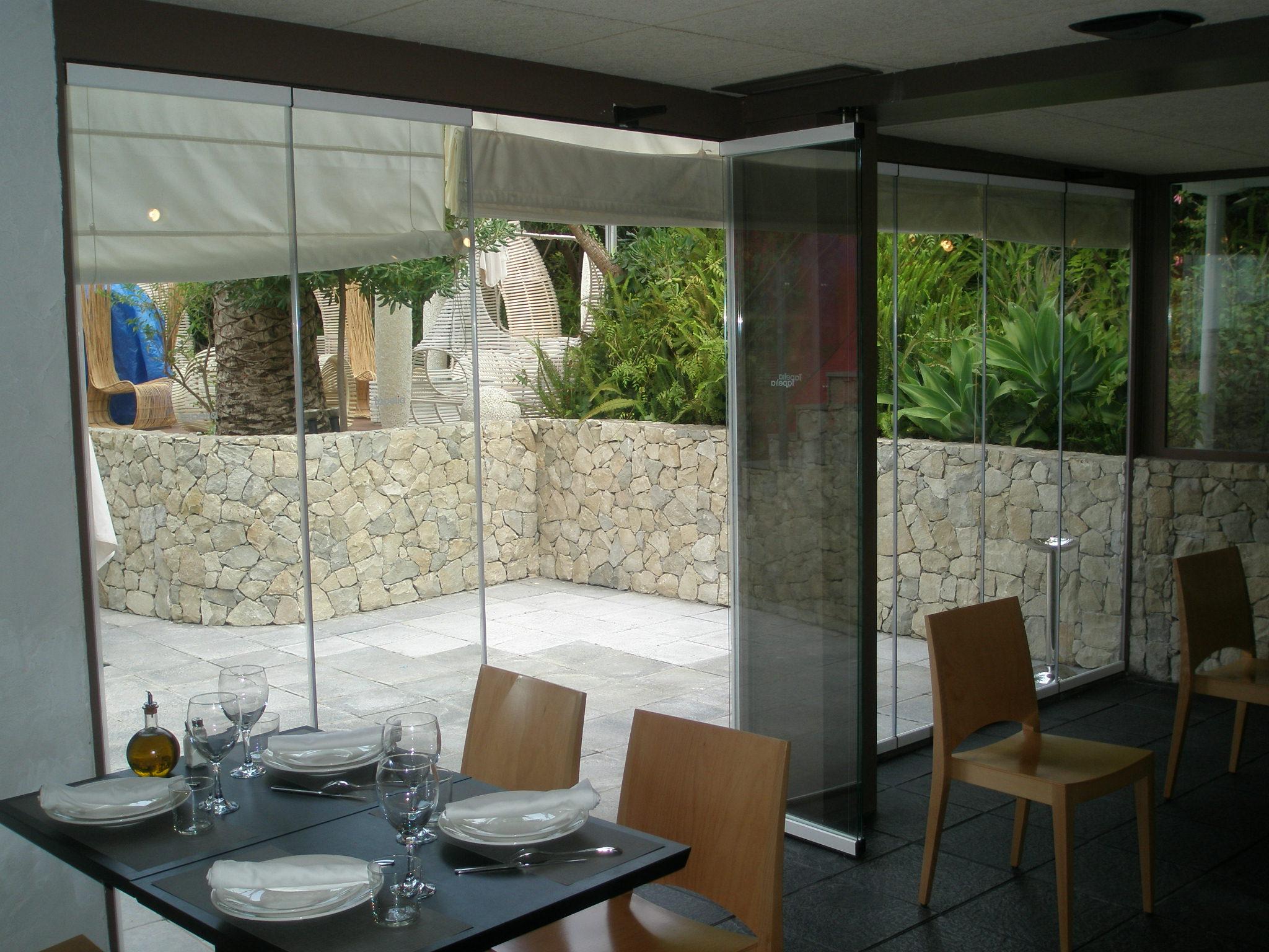Cerramientos de cristal en alumisol for Sillones para terrazas cubiertas