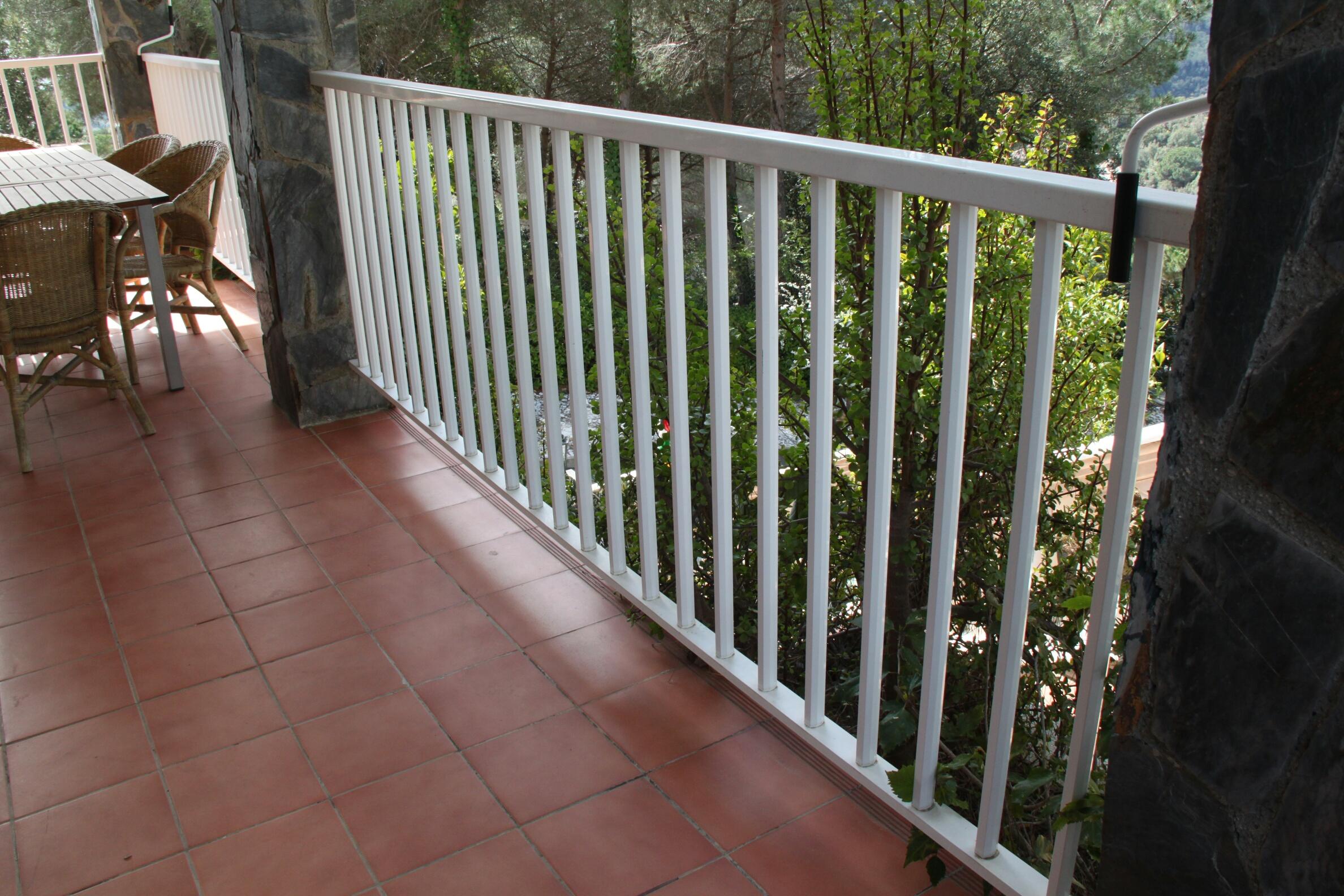 Barandillas de aluminio en alumisol for Barandas para terrazas